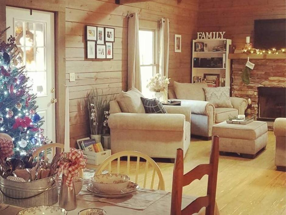Log Cabin Christmas.Log Cabin Christmas So Lynnish